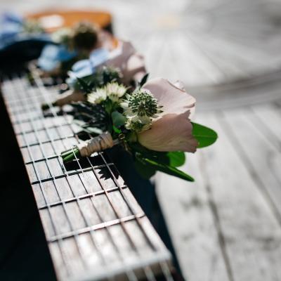Chitara cu flori